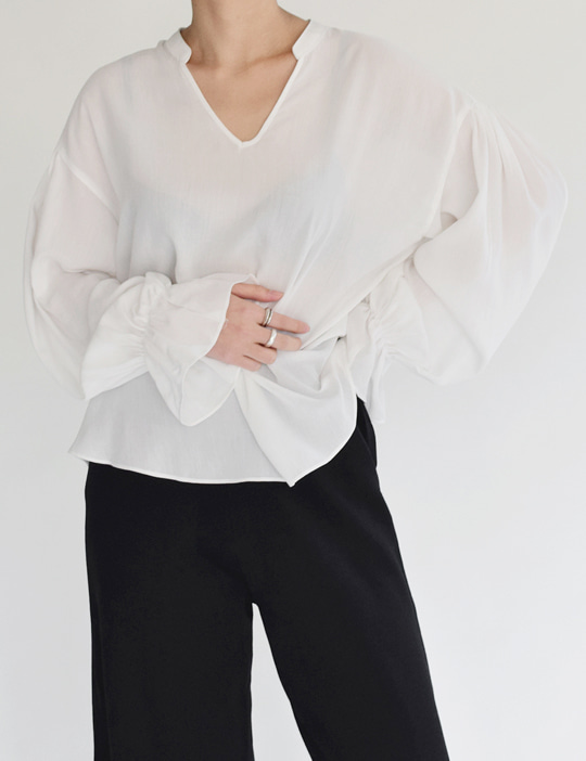 FLARE-SLEEVE BLOUSE (2COLOR)