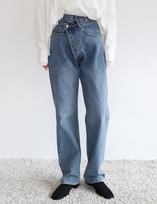 [stock sale] BUTTON UNBAL DENIM PANTS